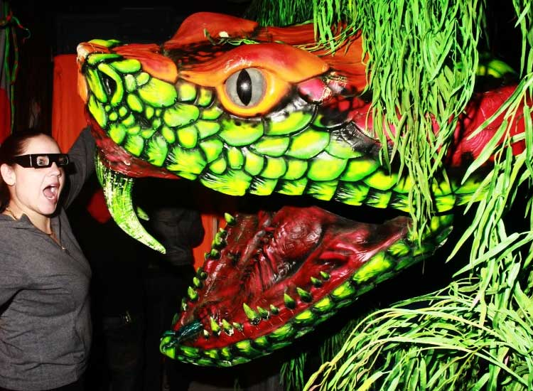 Gore-Galore-Slither-Giant-Actormatronic.jpg